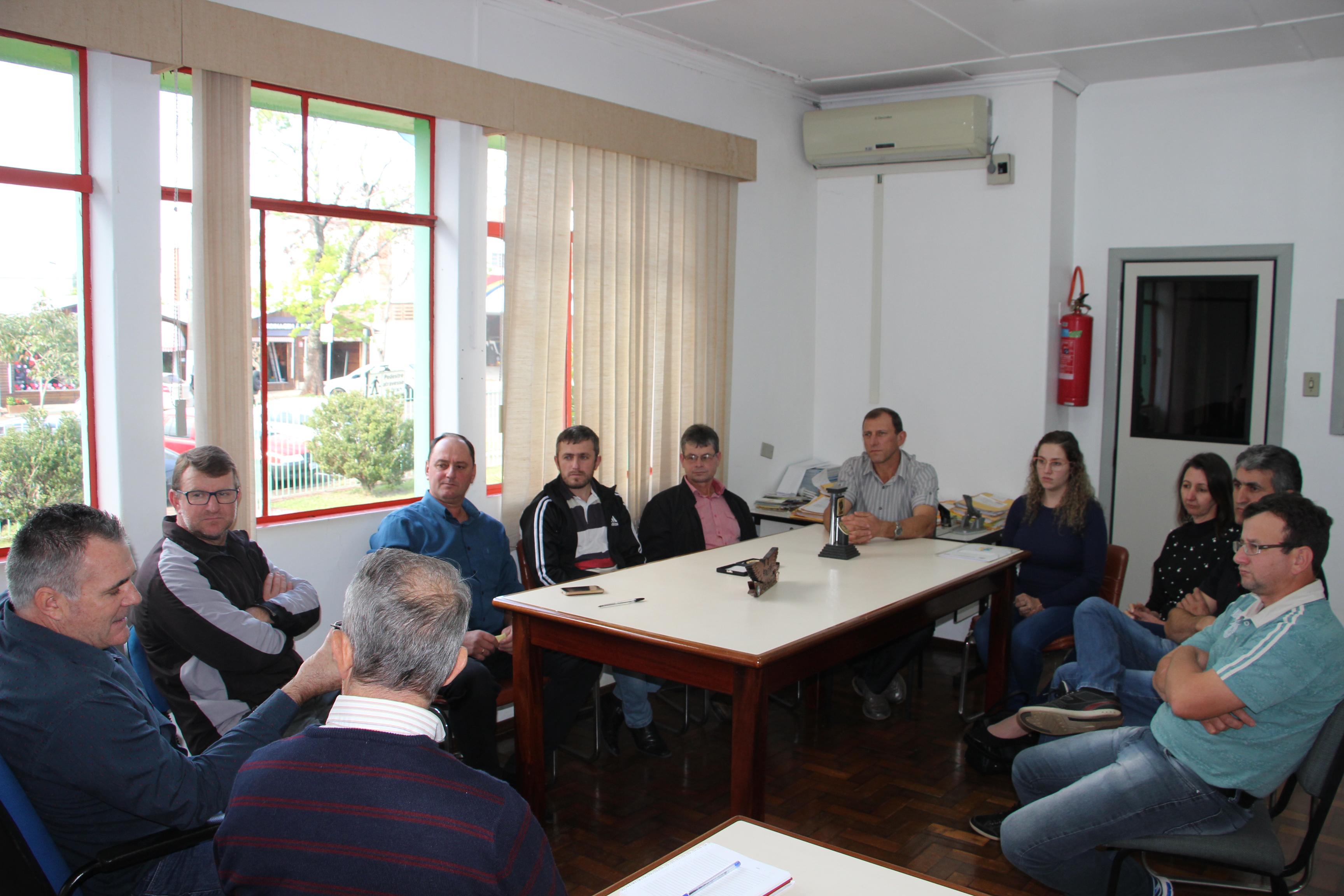 Deinfra de São Miguel do Oeste recebe vereadores de Barra Bonita em audiência