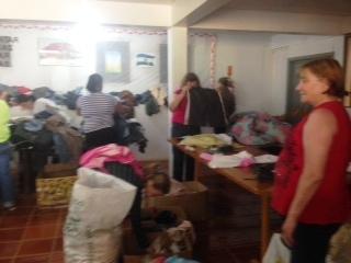 Entrega de roupas é realizada em Campanha do Agasalho