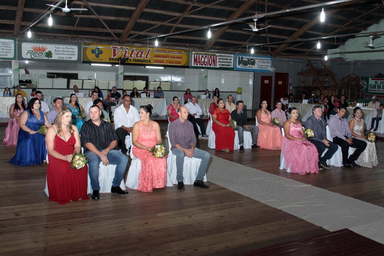 Casamento comunitário em Bandeirante reúne 12 casais