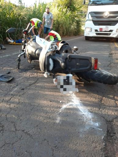 Homem fica ferido em acidente entre carro e moto na SC 163