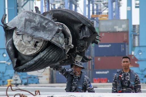 Avião que caiu na Indonésia estava com indicador de velocidade danificado