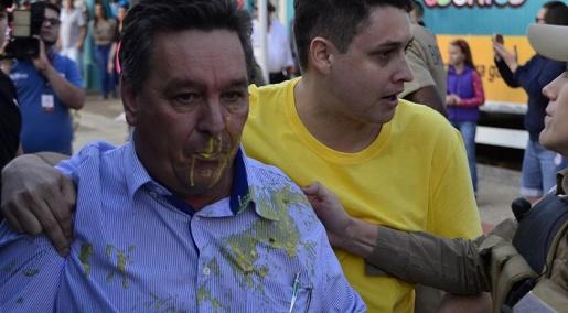 Ex-prefeito de São Miguel do Oeste é atacado com ovos em evento de Lula