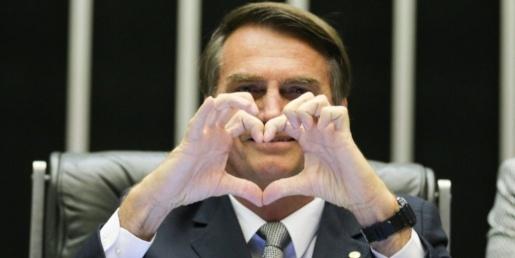 Bolsonaro pede resgaste de valores e paz nos lares em mensagem de Natal