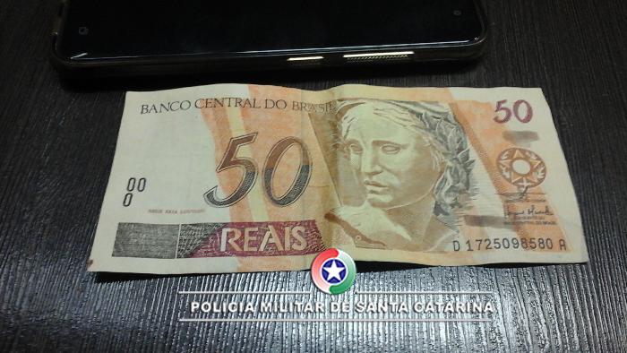 PM apreende mais de R$ 2 mil em notas falsas