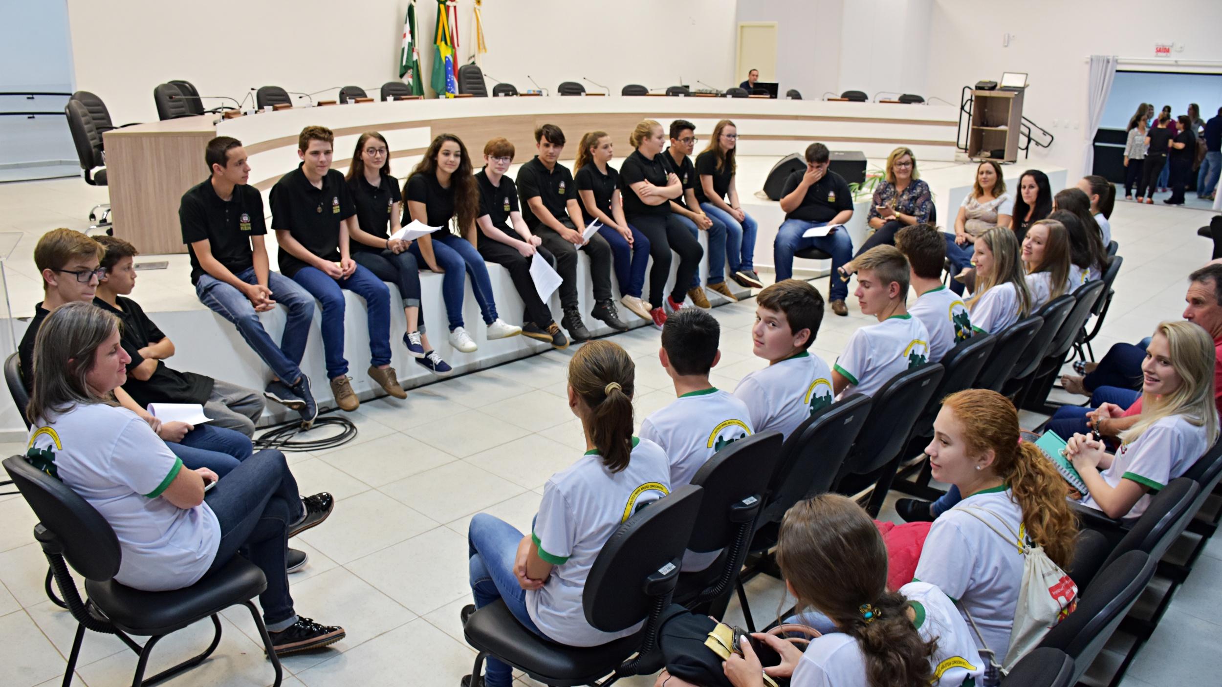 Vereadores mirins sugerem obras em escolas de São Miguel