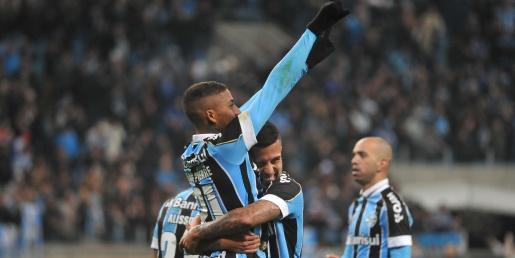Grêmio se impõe, faz 2 a 0 no Athletico-PR e fica perto da final