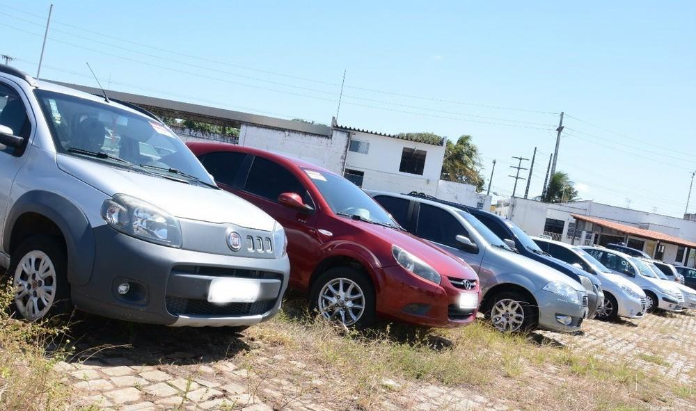Veículos e sucatas apreendidos pela PF vão a leilão nesta terça e sexta