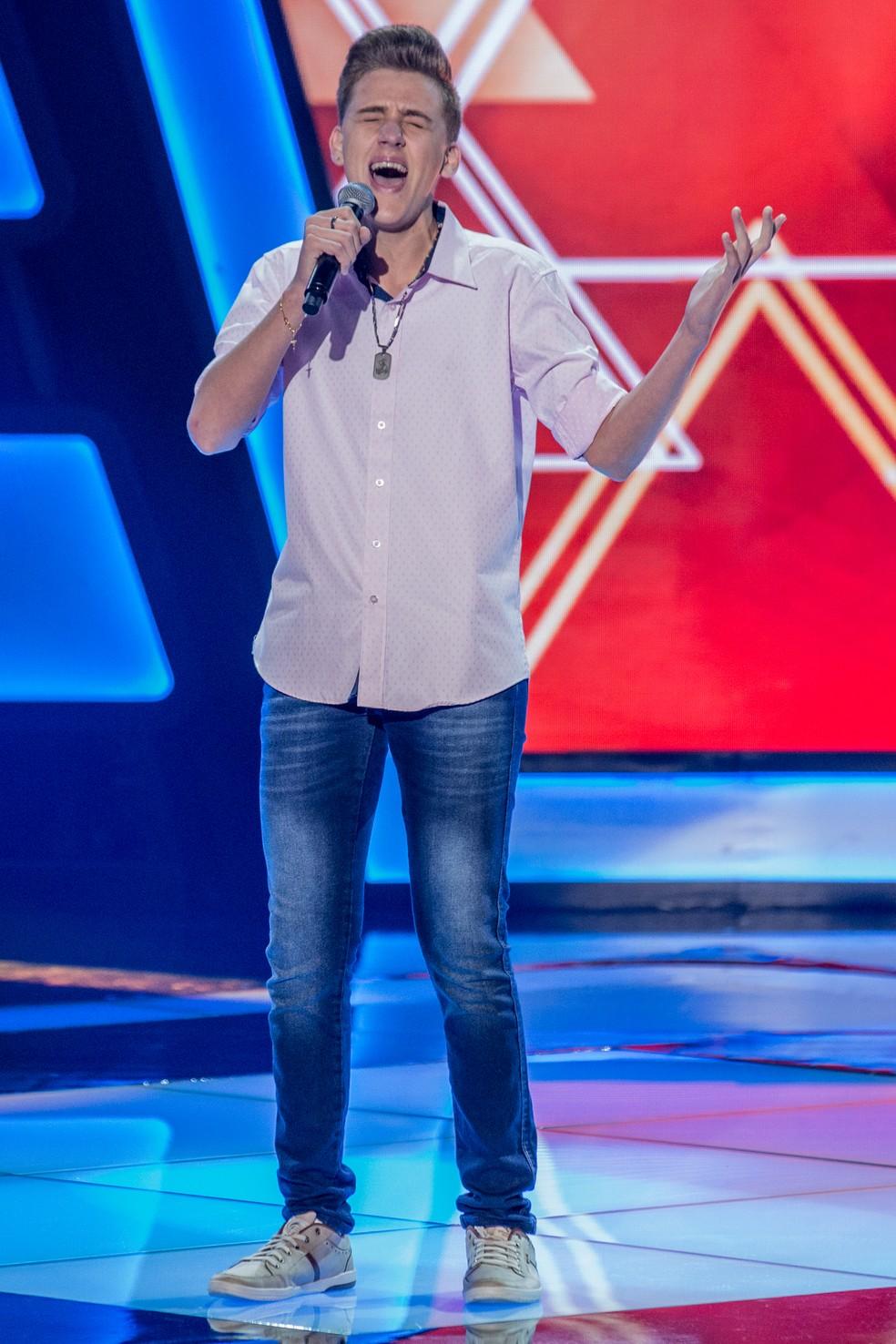 Cantor de Piratuba é selecionado no The Voice Kids da Rede Globo