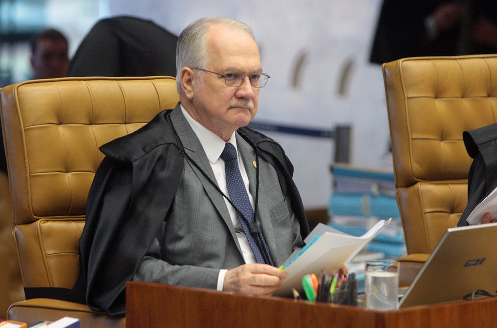Fachin nega pedido da defesa para manter Lula candidato