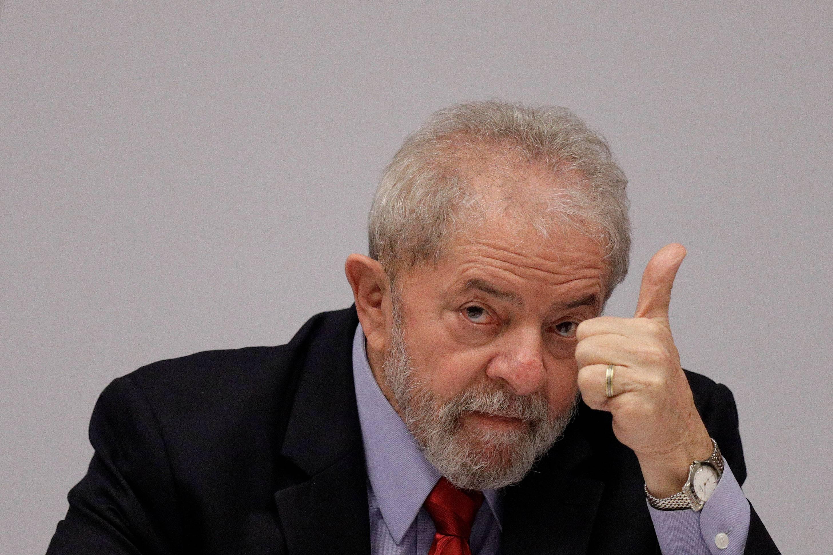 Lula fecha negociação com PF e decide se entregar neste sábado