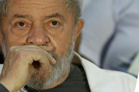 Lula deixa PF pela primeira vez para ser interrogado na Lava Jato