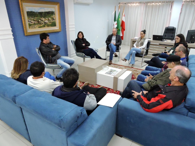 Prefeito recebe reivindicações para retomada de mão dupla na Marcílio Dias