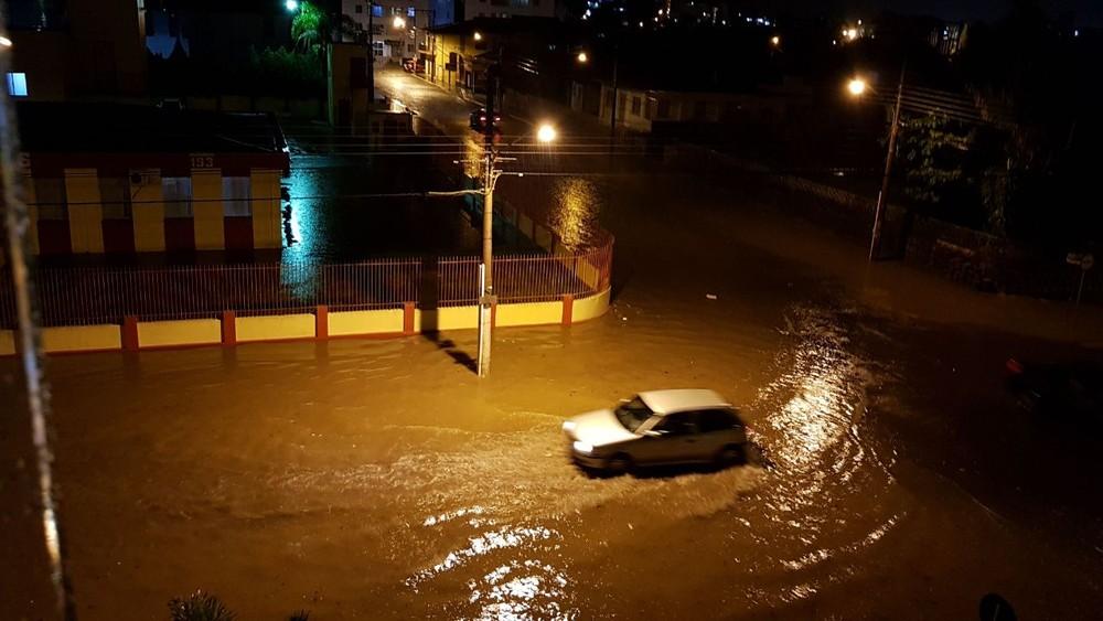 Municípios catarinenses registram estragos após temporal