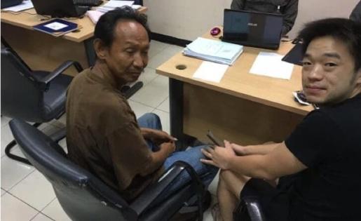 Mendigo encontra carteira de milionário, devolve e dono muda a sua vida