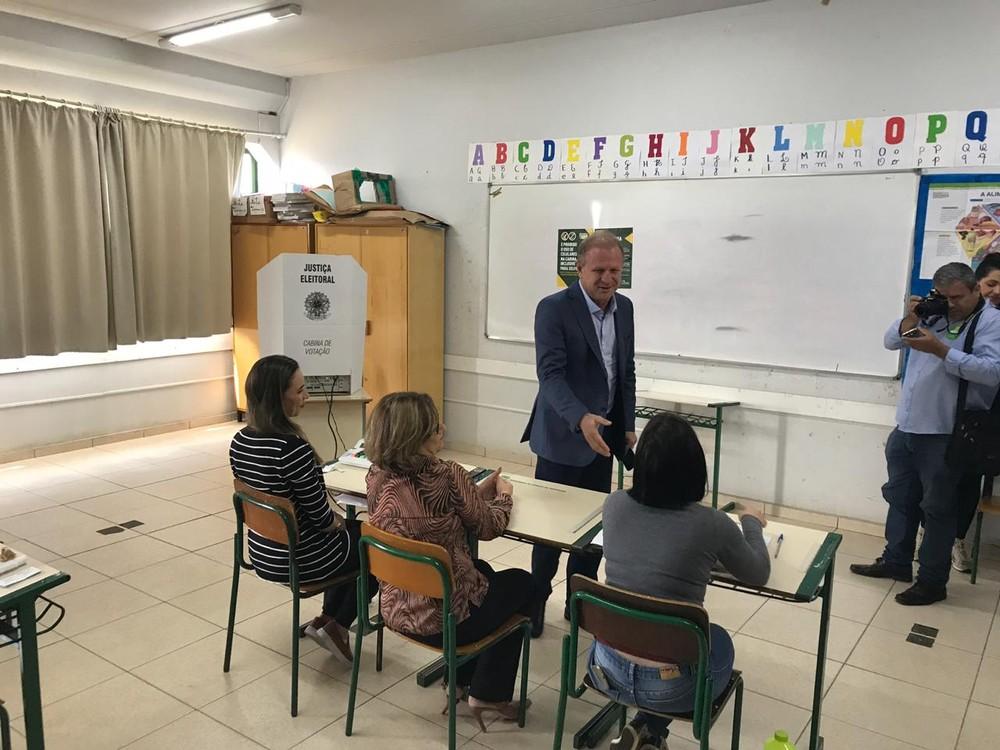 Gelson Mérisio (PSD) vota em Chapecó