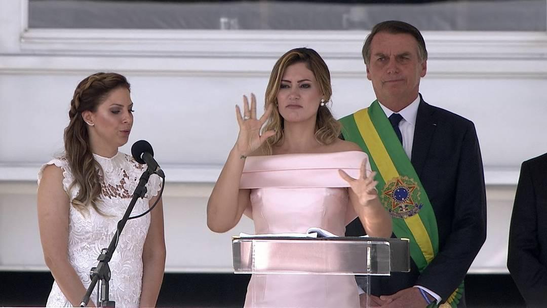 Michelle Bolsonaro faz discurso em libras