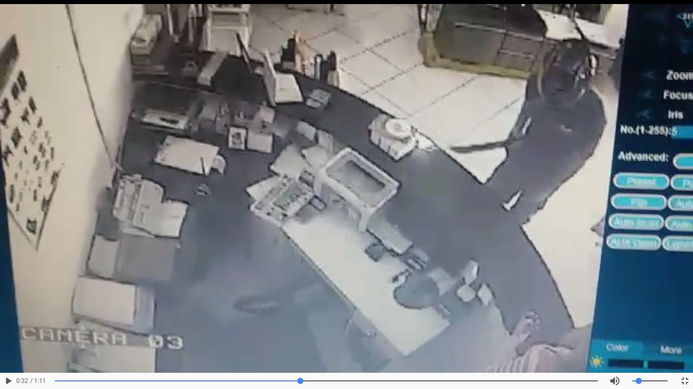 Funcionária de loja é ameaçada com facão em tentativa de assalto