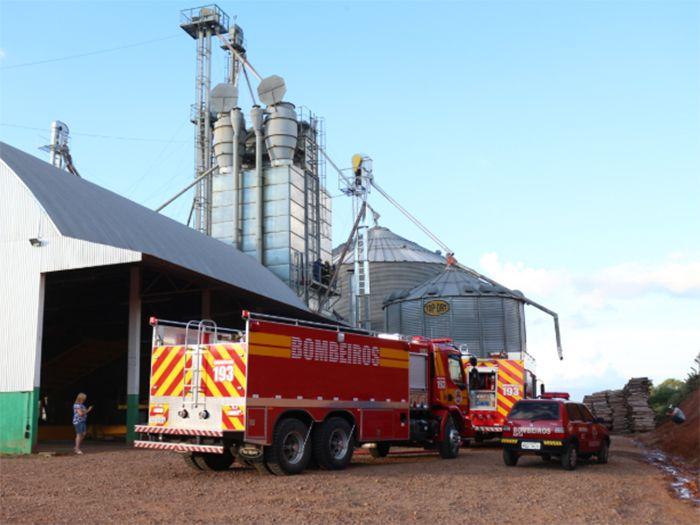 Incêndio em secador de grãos mobiliza bombeiros