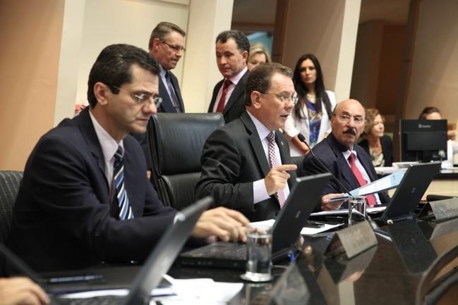 Reajuste dos deputados estaduais deve custar R$ 2 milhões a mais por ano à Alesc