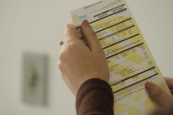 Consumidores reclamam valores e atrasos no recebimento das faturas de energia