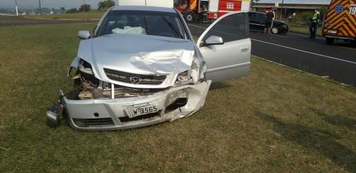 Mulher fica ferida em colisão na BR-282