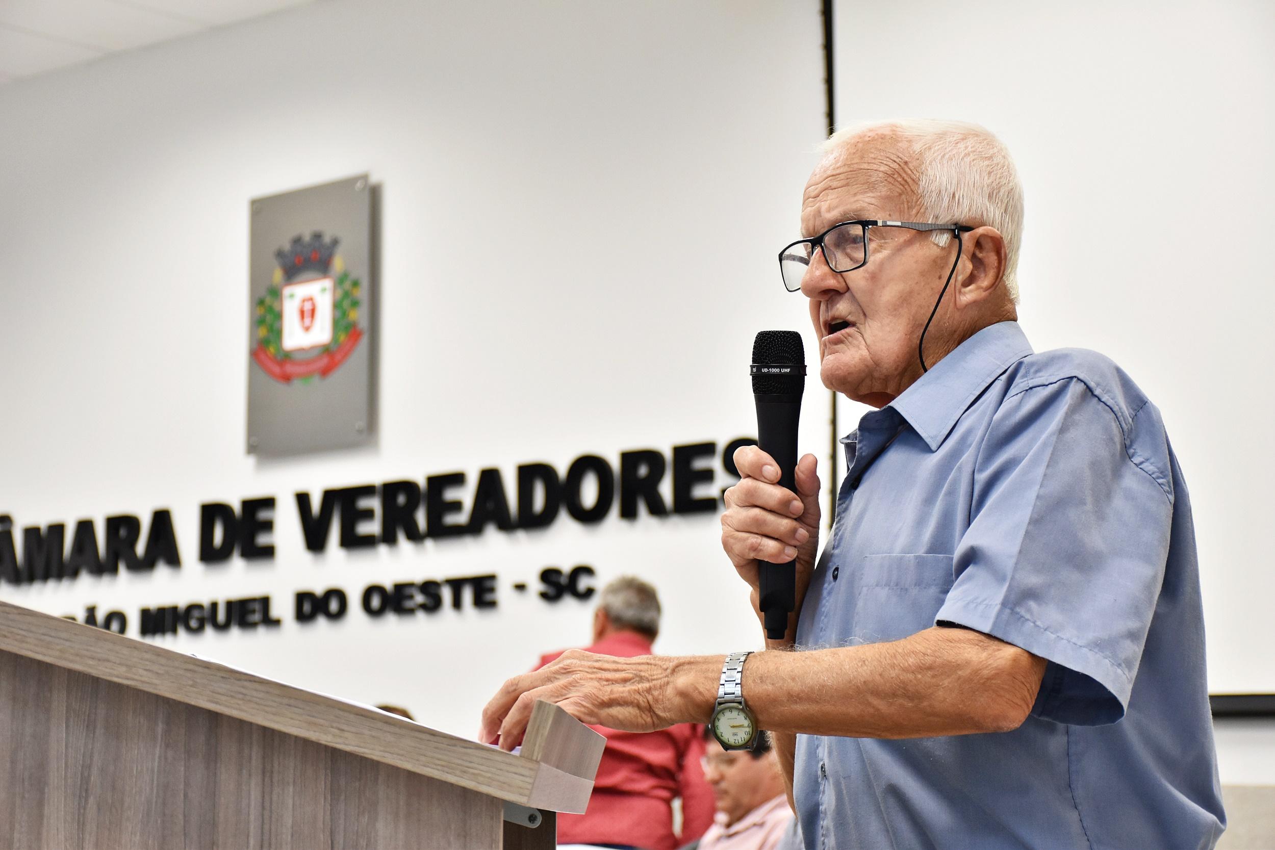 Vereador cobra investimentos da Casan no município