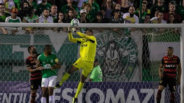 Chape vence e respira no Brasileirão 2018