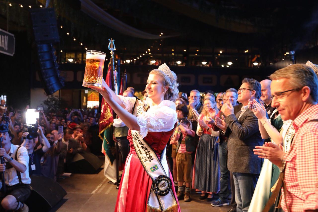 Noite de abertura da Oktoberfest reuniu mais de 20 mil pessoas