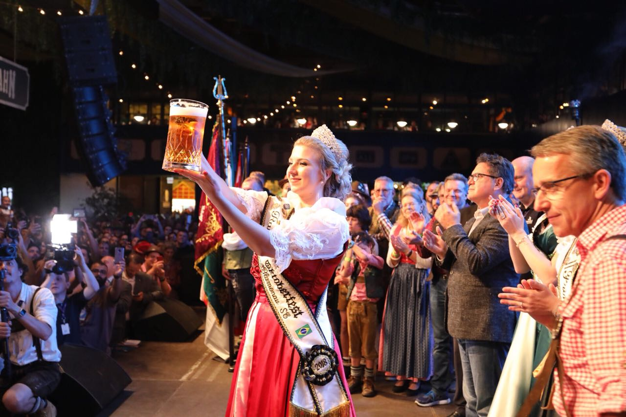 Noite de abertura da Oktoberfest reuniu mais de 20 mil pessoas