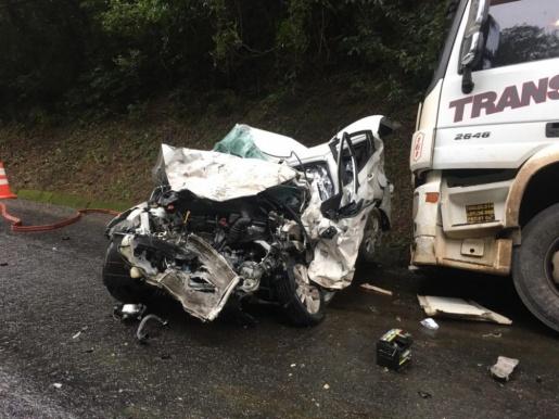 Três pessoas morrem em grave acidente na PR-182