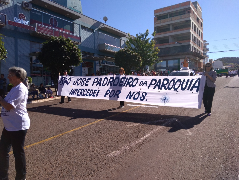 Desfile Cívico homenageia os 60 anos de São José do Cedro