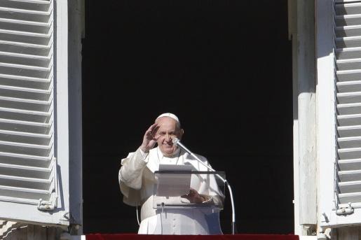 Em discurso, Papa pede que famílias recolham os celulares durante as refeições
