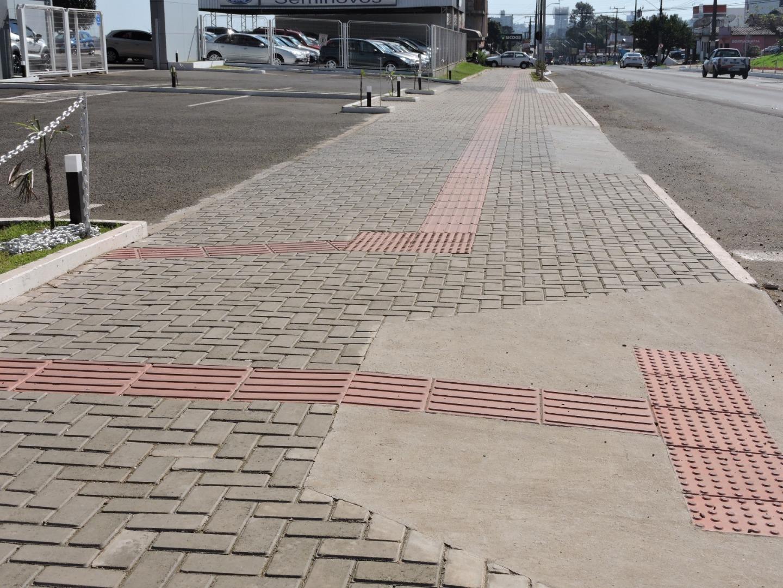 Mais de 60% dos terrenos do centro de São Miguel do Oeste não têm passeio padrão