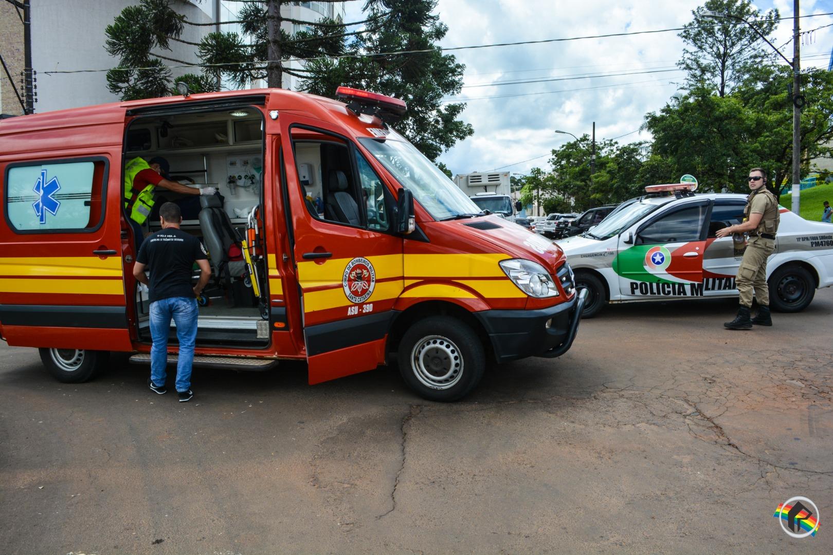 Colisão deixa jovem ferido no centro de São Miguel do Oeste