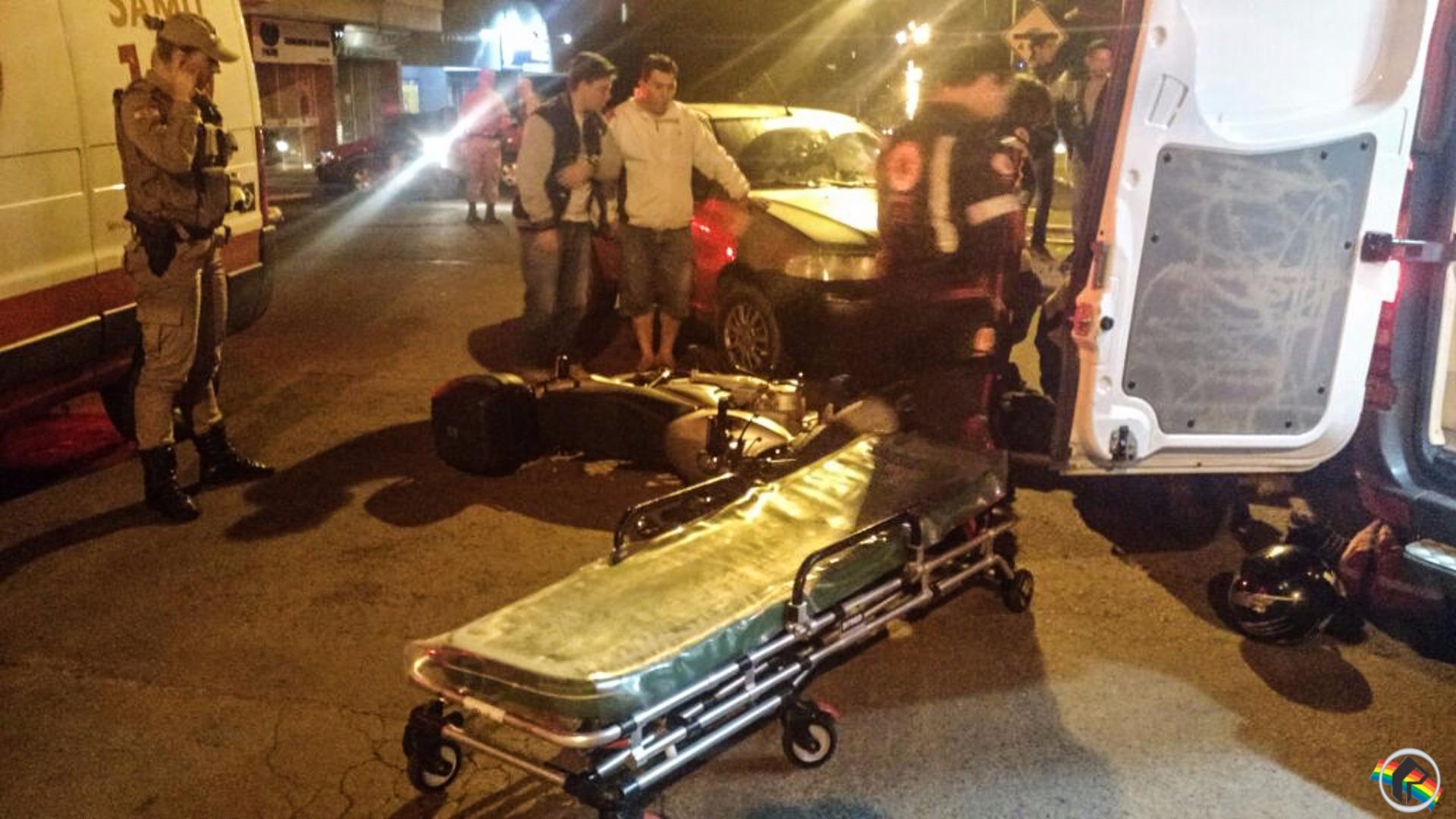 Acidente deixa motociclista ferido no centro de São Miguel do Oeste
