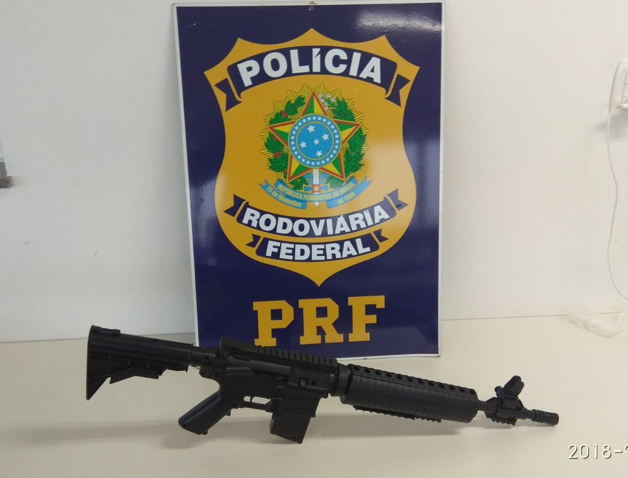 PRF apreende simulacro de fuzil na BR-163 em Guaraciaba