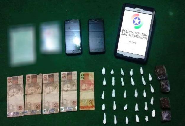 PM prende três pessoas por tráfico de drogas em Descanso