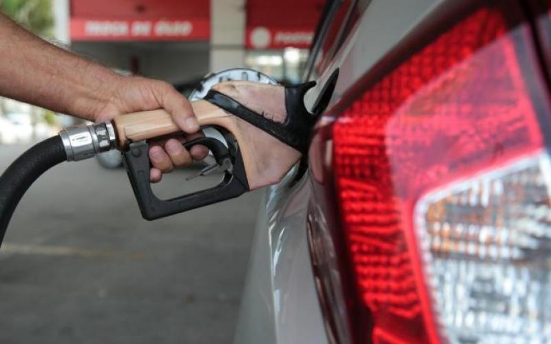 ANP questiona distribuidoras sobre repasse do preço de combustíveis