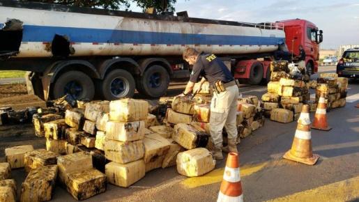 PRF apreende quase três toneladas de maconha em tanque de caminhão