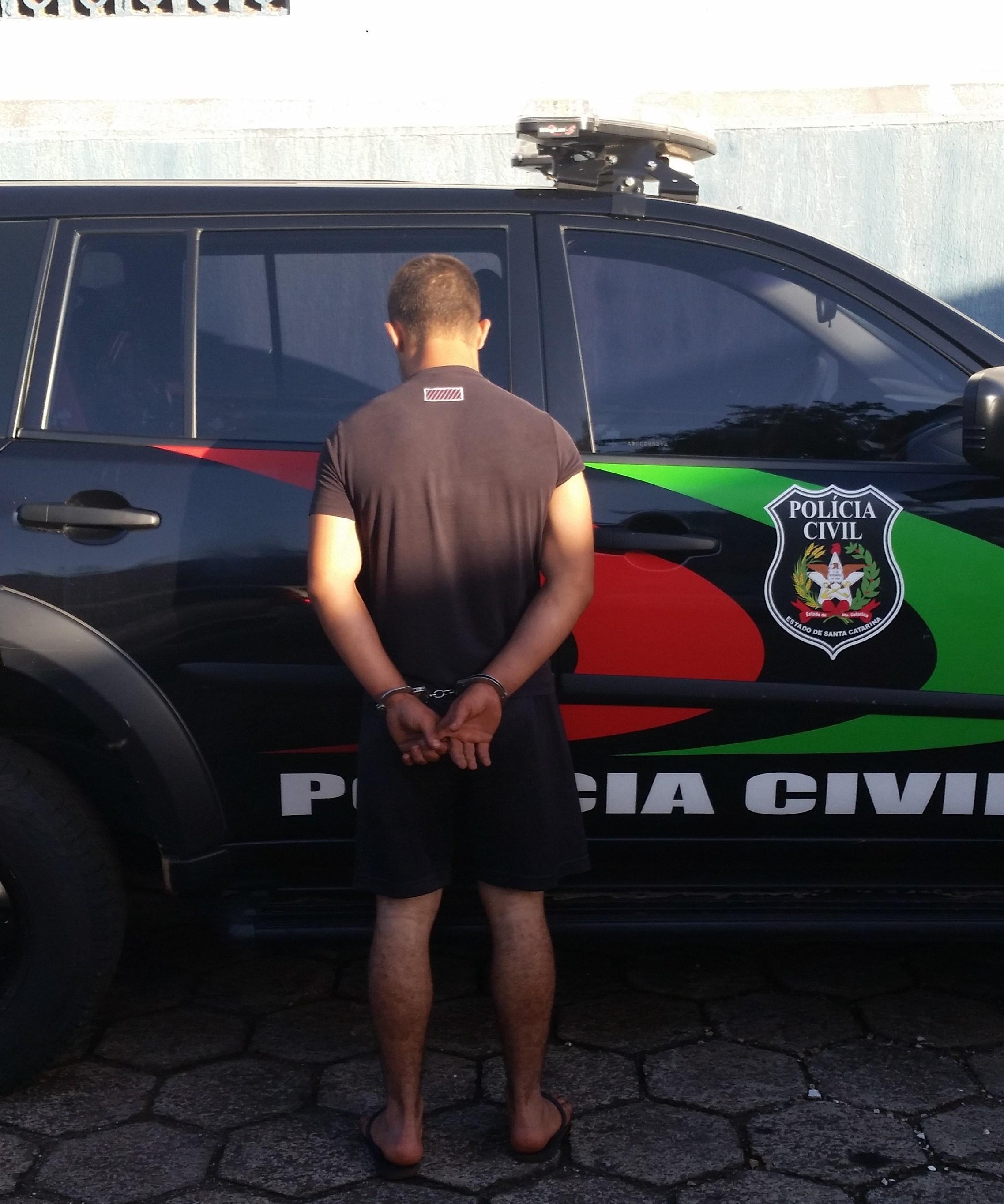 Polícia Civil prende suspeito de envolvimento em furtos