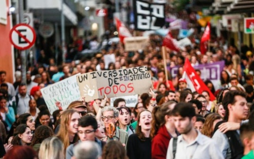 Professores de SC que aderiram aos protestos pela Educação terão desconto em folha