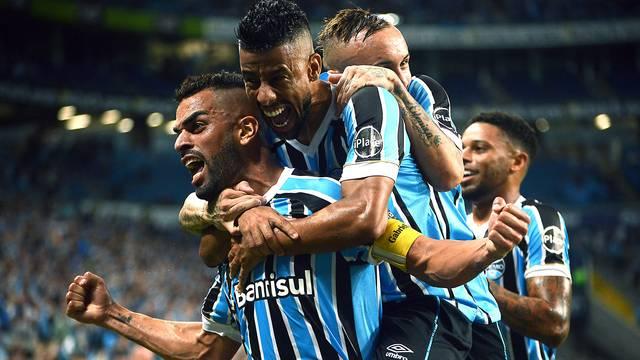 VÍDEO: Jogando em casa, Grêmio goleia o Santos pelo Brasileirão