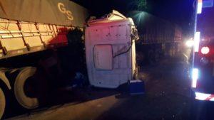 Irmãos caminhoneiros morrem atropelados na PR-280
