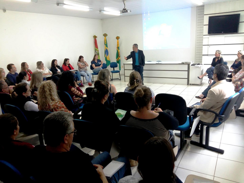 Gerência de Educação reúne secretários municipais e Gestores Escolares da região