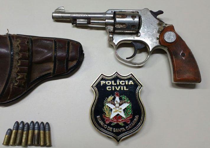 Homem é preso por porte ilegal de arma de fogo no centro de Itapiranga