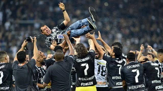 Vídeo: Corinthians vence e conquista Brasileirão pela sétima vez