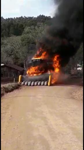 Vídeo: Incêndio destrói máquina agrícola no interior de Santa Helena