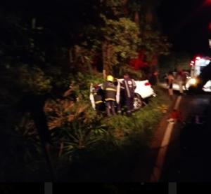 Saída de pista deixa mulher gravemente ferida na SC-283
