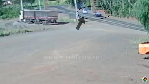 VÍDEO: Câmera flagra suspeito fugindo da PRF em Flor do Sertão