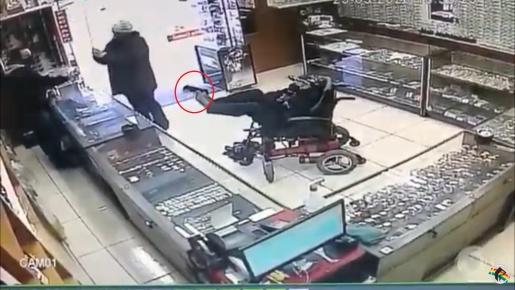 VÍDEO: Cadeirante tenta assaltar relojoaria com arma de brinquedo